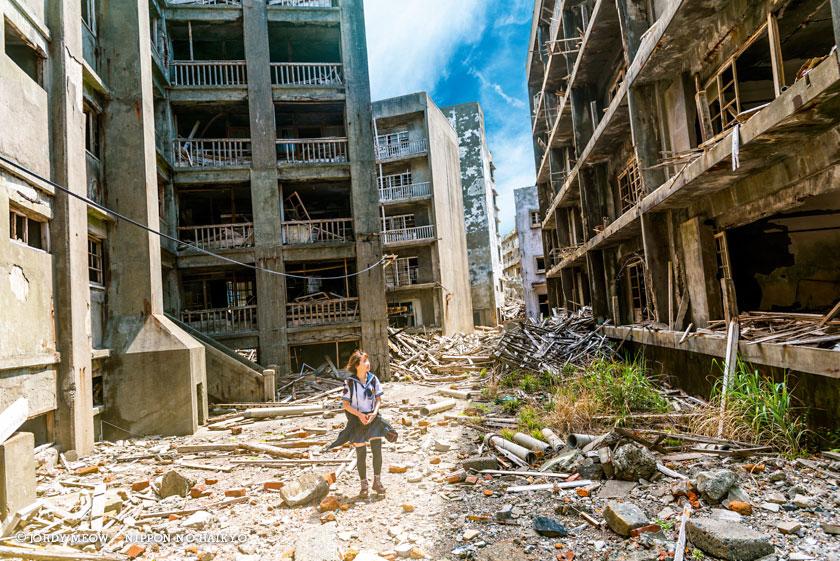 nippon no haikyo, beau livre japon, lieux abandonnés, lieu abandonné, urbex, gunkanjima, hashima, skyfall, ecoliere
