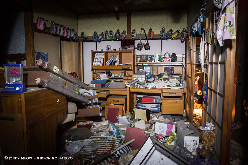 nippon no haikyo, beau livre japon, lieux abandonnés, lieu abandonné, urbex, maison, kimono