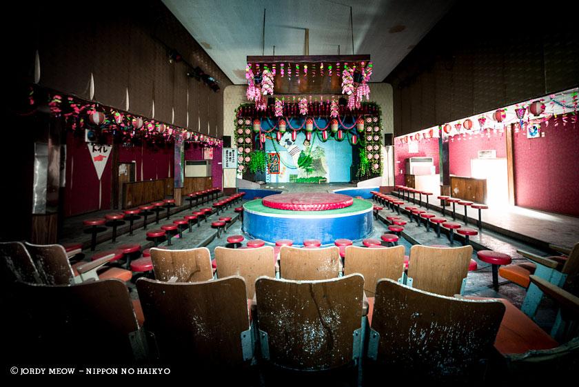 nippon no haikyo, beau livre japon, lieux abandonnés, lieu abandonné, urbex, club de strip tease, bar
